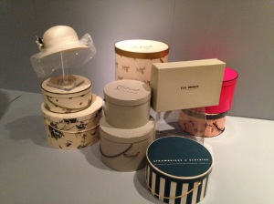 Duskin - hat box display