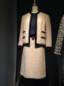 Met Chanel suit