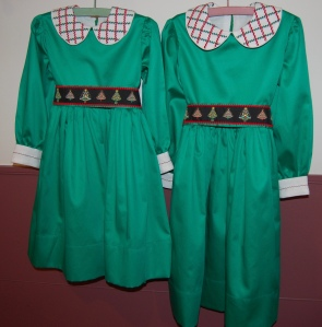 """c7a7f2aca4fe5 Last year's dresses were red and white checked flannel, so this year I  thought they should have green dresses. Trying to find a pretty """"Christmas  green"""" in ..."""